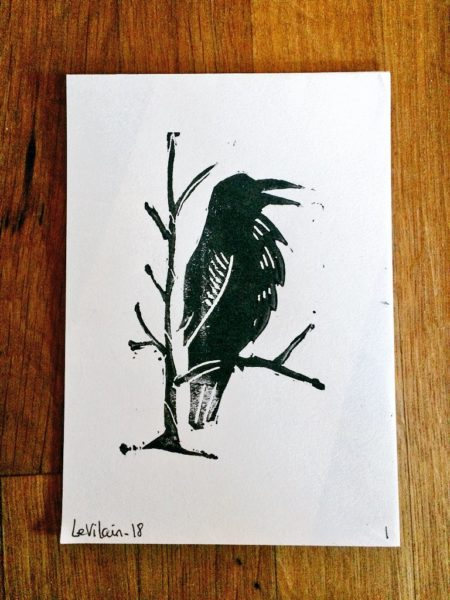 Linogravure de corbeau pour Au fond du trou - format carte postale - Le vilain