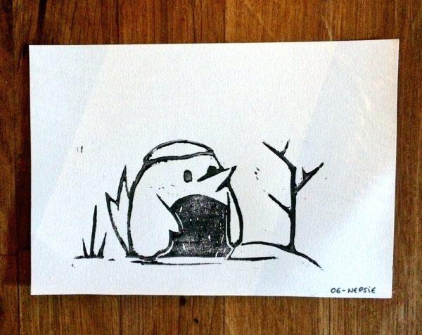 Linogravure d'un oiseau sous la neige pour Au fond du trou - format carte postale - Nepsie